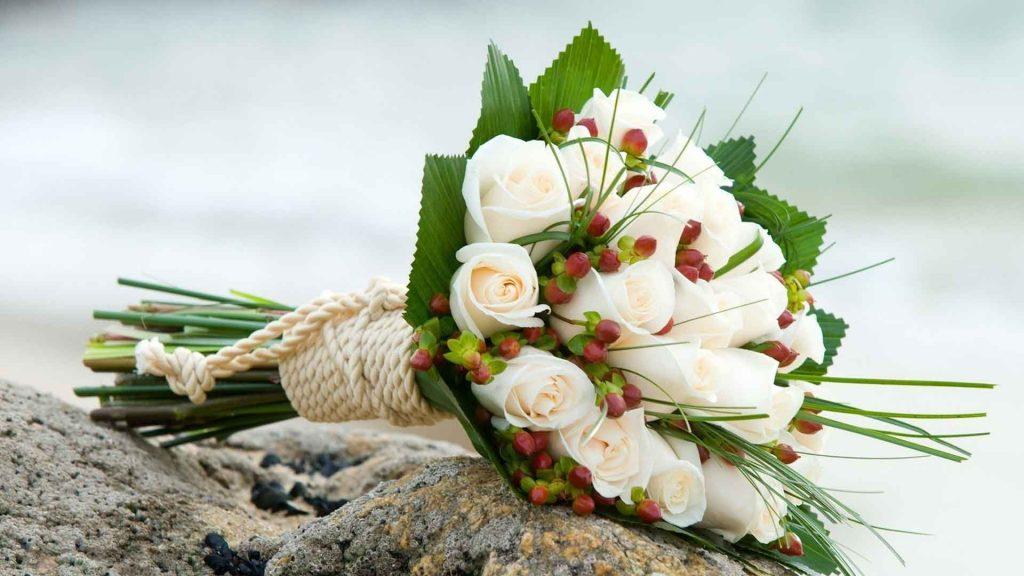 Chọn hoa cầm tay cô dâu cho tiệc cưới mùa xuân