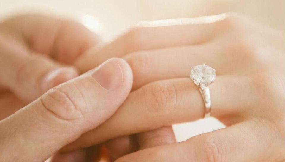 Cách chọn nhẫn cầu hôn khiến nàng không thể từ chối