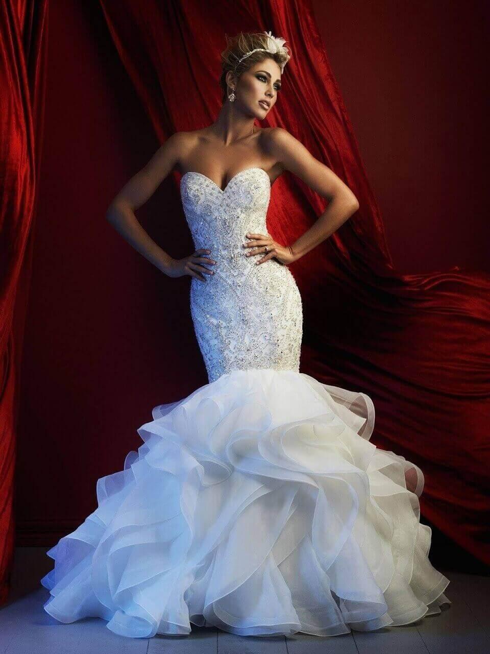 """""""Nhìn là muốn cưới luôn"""" với 5 mẫu váy cô dâu hot nhất năm nay"""