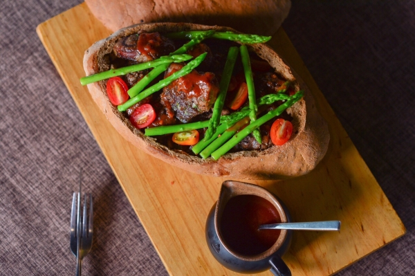 Chân bê nướng - rau củ ratatoille