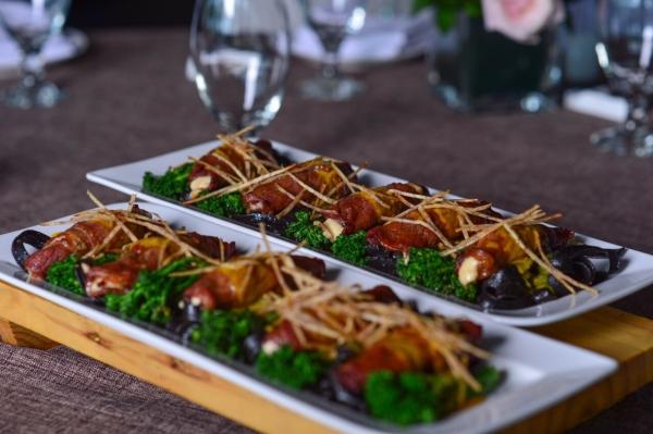 Mỳ Ý sốt cà ri - Bò cuôn phô mai nướng